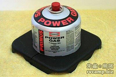 露營小工具 - 通用型瓦斯罐穩定器 (罐身固定架)
